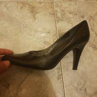 Zapato usado de tacón